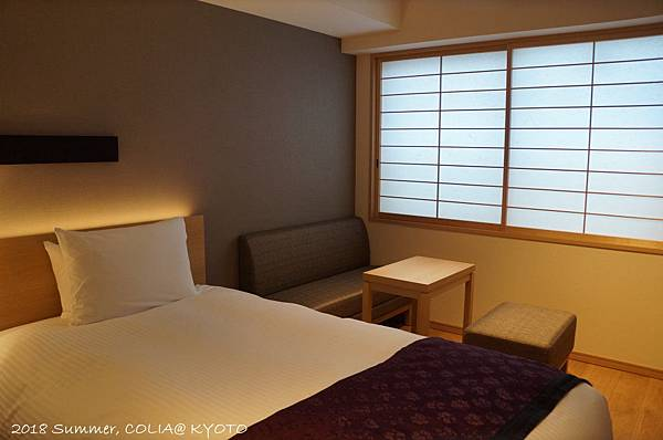 3-room 04.JPG