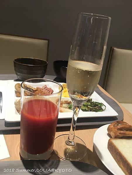 4-breakfast 01.JPG