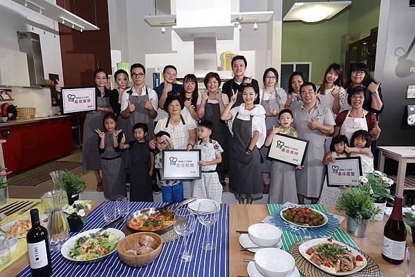 「IKEA三代廚神PK賽」活動,邀請4組三代同堂家庭齊聚IKEA廚房進行廚藝大賽,各家紛紛使出看家本領,齊心協力烹調美味,展現最佳廚藝!