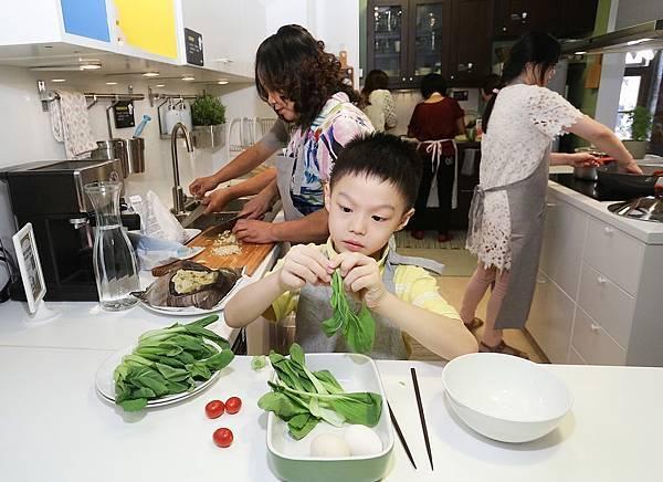 IKEA也讓每個參賽隊伍中的小廚師們有獨挑大樑的機會,每組參賽的小朋友都能展現高超的廚藝天份,挑戰小小廚神封號。