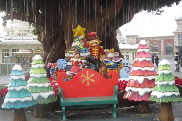 魔法樹下可愛的椅子