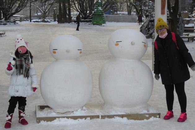 南怡島正門前的大雪人