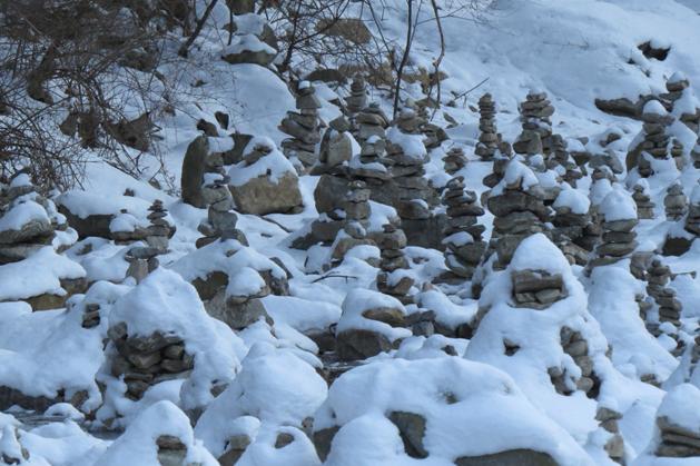 溪川上特殊的石頭群