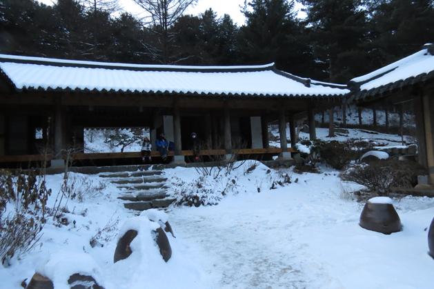 保有韓國傳統擺設的建築物
