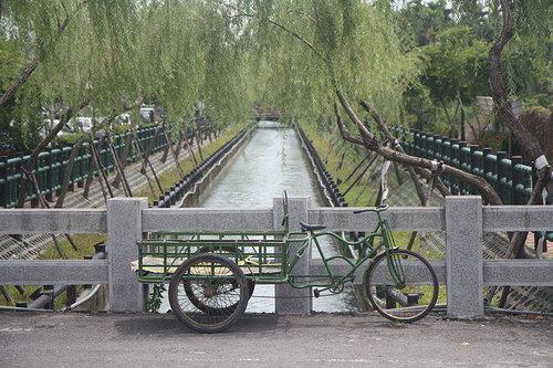 小橋柳樹流水復古腳踏車