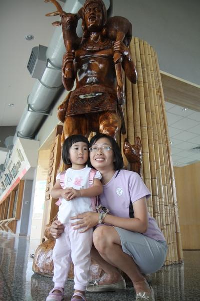 哇!好高大的雕像阿!