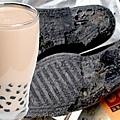 皮鞋舊輪胎做的珍珠奶茶~中國?!