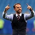 【2018世足賽】英格蘭總教練 Gareth Southgate 的「藍色西裝背心」大熱銷~帥唄~^0^ 2
