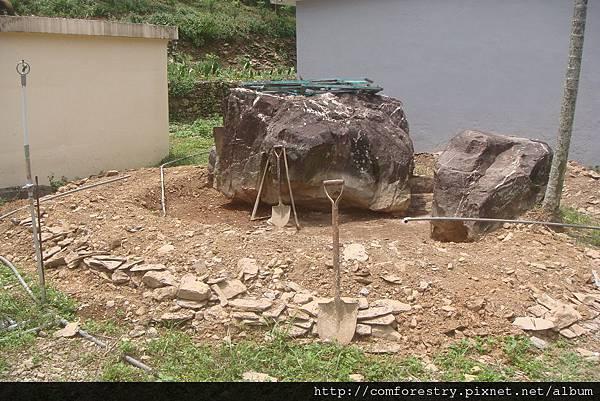 11.派出所旁的水池挖掘.jpg