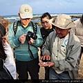 解說員利用貝殼解說戎螺類生物和故事