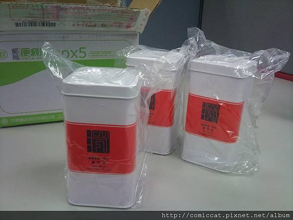 每個茶罐都用塑膠袋再罩一層以免刮傷