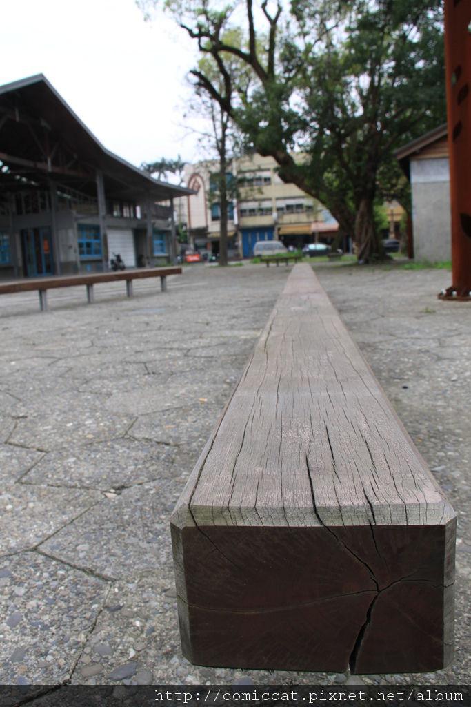 公園裡很多長椅