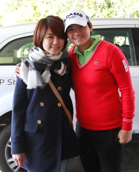 Ella(左)今天特地從台北到彰化看曾雅妮比賽.jpg