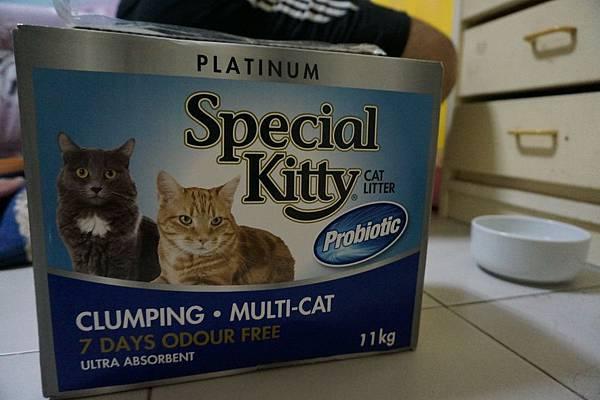 106.06.05 專業貓 益生菌強效除臭凝結盒裝貓沙_不好用