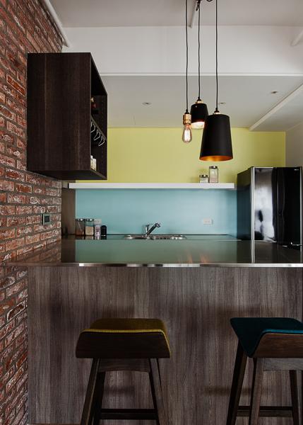 輕工業風 Industrial Style 磚牆 原生工業風  不鏽鋼檯面 廚房設計 吧台設計 淡水室內設計