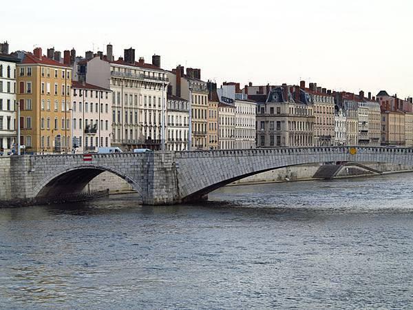 Lyon b2.JPG