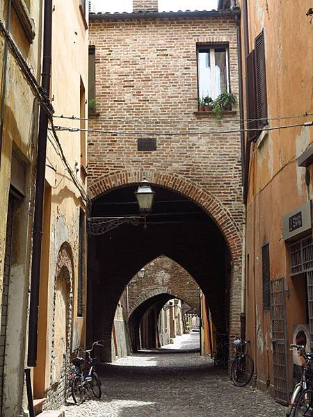 Ferrara e7.JPG