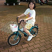 筱媛會騎二輪囉