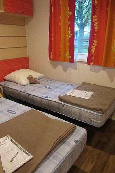 2張 單人床