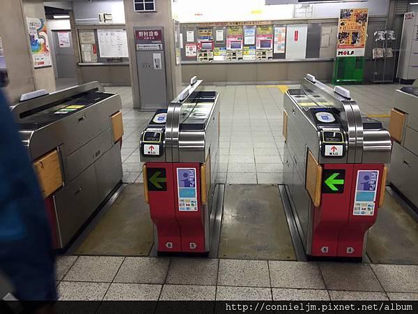 日本的捷運好多都沒鎖門.jpg
