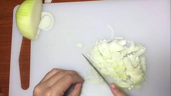 洋蔥切丁.jpg