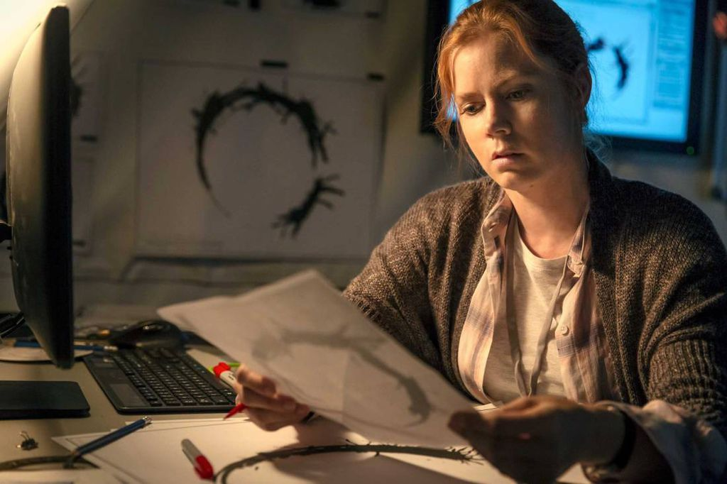 amy-adams-arrival-louise-banks-paramount.jpg