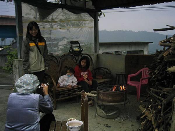 大部分的家戶都有一個烤火的空間