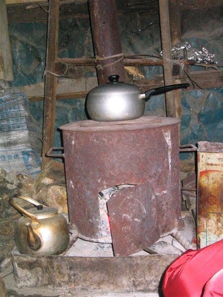 無煙烤火爐(改良過)-上面在煮箭筍湯