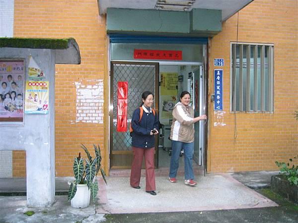 衛生室-右方是我們的文蘭報導人
