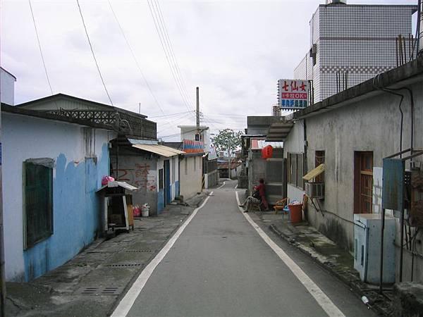 上崇德-街景(路的盡頭可至海邊)