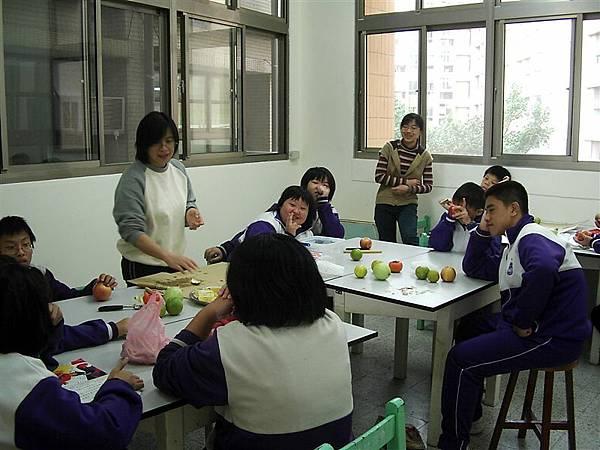學校資源班的生活課程-水果拼盤
