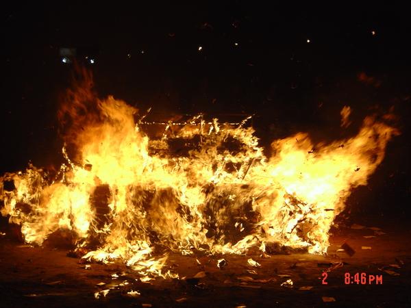 """傳統禮俗中,家族的祝福可以""""燒""""到親人身邊"""