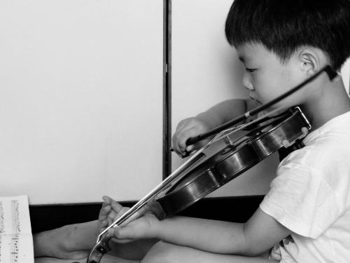 a-violine-bw.jpg