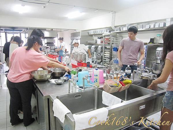 蛋糕丙級上課情形 01.JPG