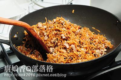 加入油蔥酥、香菇、蝦米.jpg