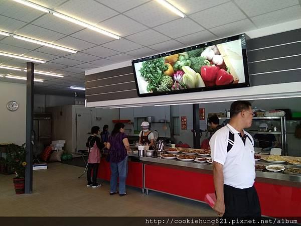 東豐自助餐櫃台.jpg