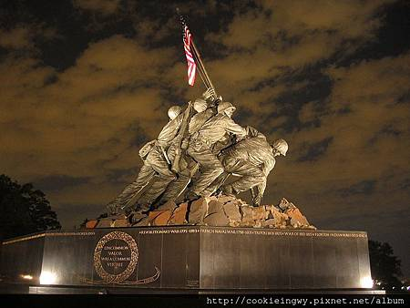 800px-USMC_War_Memorial_Night