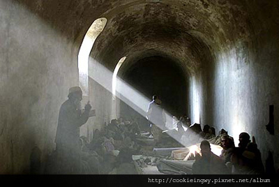2002_155個武裝份子被收押_讀可蘭經