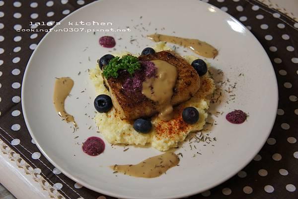 香煎魚排佐藍莓塔塔醬7923.jpg