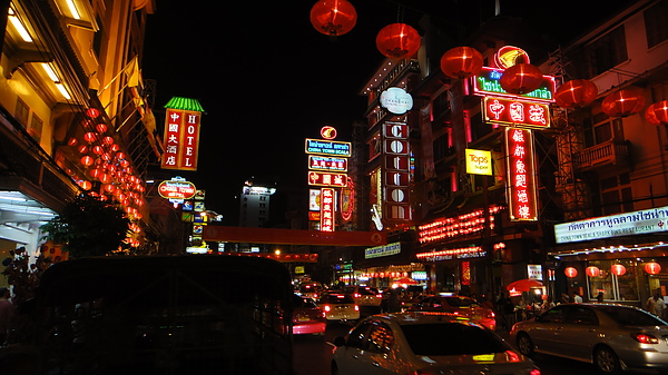 熱鬧的中國城新年街景.JPG