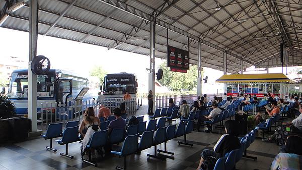 芭達雅往曼谷巴士等候區.JPG