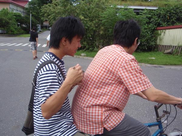 腳踏車情侶