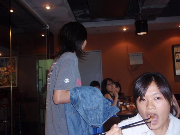 雅玲與愛吃的妹妹