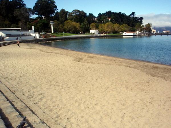 很冷的海灘