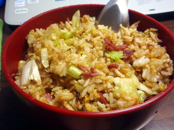 玉米沙茶火腿高麗菜蛋炒飯