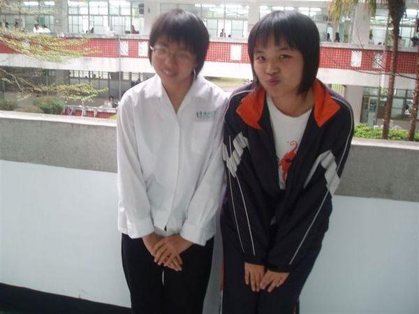 with咪(難得做這樣的動作)