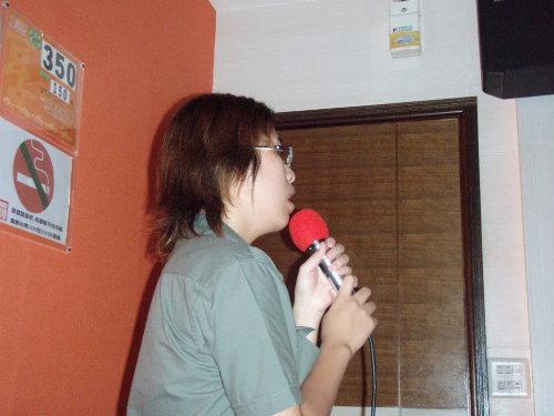 ㄜ...我在唱歌...就降...