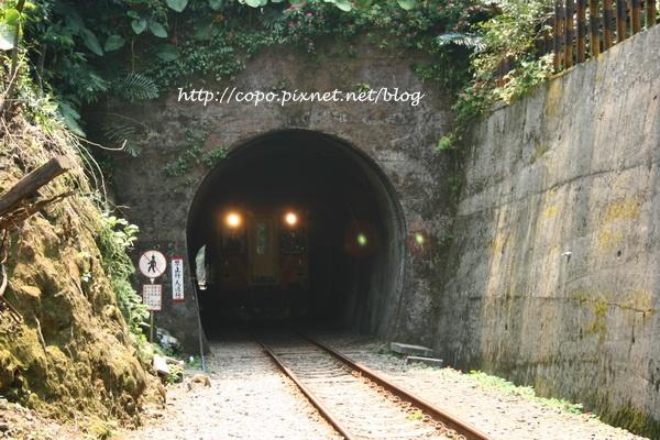 火車過山洞