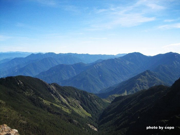 94 玉山山頂看群山.JPG