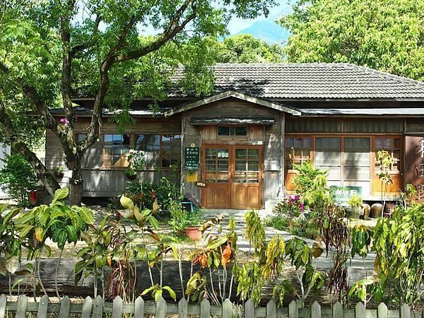 台九旁的日式小屋.jpg